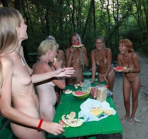 【画像あり】この時期になると増えてくる全裸BBQ女子が撮影されるwwwww・32枚目