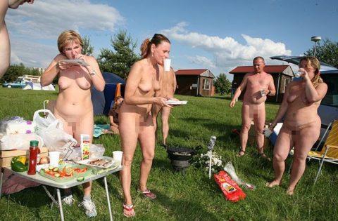 【画像あり】この時期になると増えてくる全裸BBQ女子が撮影されるwwwww・34枚目