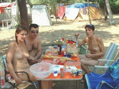 【画像あり】この時期になると増えてくる全裸BBQ女子が撮影されるwwwww・36枚目