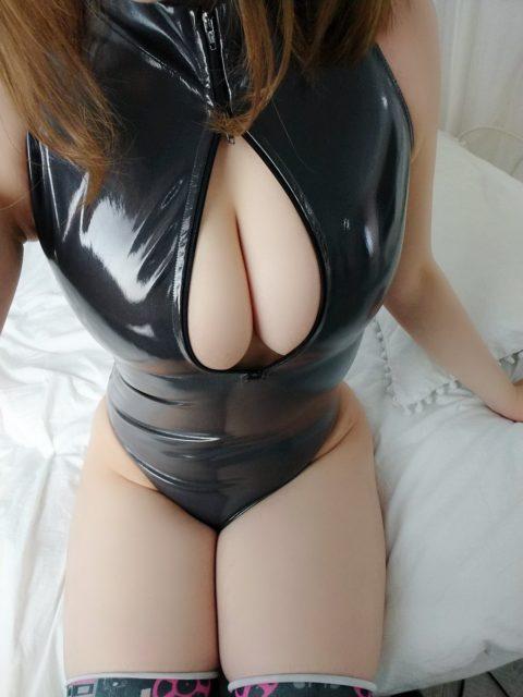 【巨乳】おっぱいの見せ方を完璧に理解してる女のフロントジッパーのエロ画像。(38枚)・36枚目