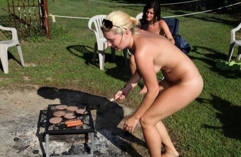 【画像あり】この時期になると増えてくる全裸BBQ女子が撮影されるwwwww・37枚目