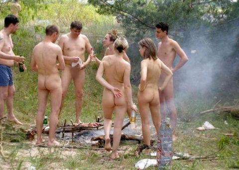 【画像あり】この時期になると増えてくる全裸BBQ女子が撮影されるwwwww・38枚目