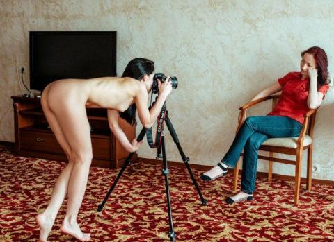 【画期的】撮影する側が「全裸」になるヌードフォトグラマーとかいう人たちwwwwww・5枚目