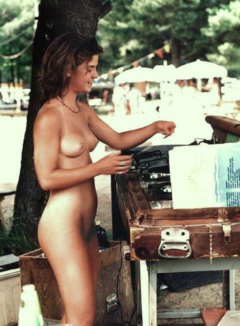 【画像あり】この時期になると増えてくる全裸BBQ女子が撮影されるwwwww・7枚目