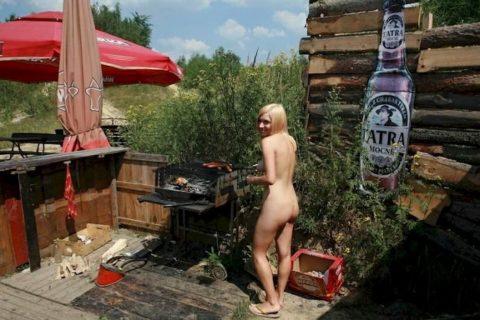 【画像あり】この時期になると増えてくる全裸BBQ女子が撮影されるwwwww・8枚目