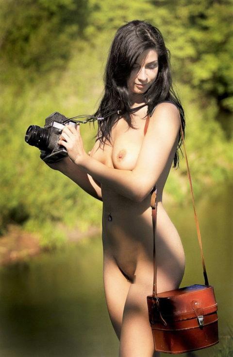 【画期的】撮影する側が「全裸」になるヌードフォトグラマーとかいう人たちwwwwww・9枚目