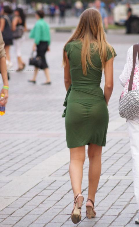 【街撮り】歩いてるだけで透けTバック女子に遭遇できる街ええなぁwwwwww・1枚目