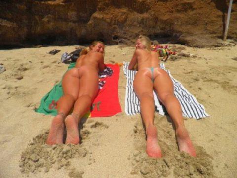 【有能】彼女とビーチに行った男が撮るTバックのケツが勃起不可避。(40枚)・10枚目