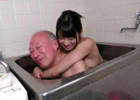 若い女が性欲オバケのジジイにハメ倒されるエロ画像wwwwww(画像あり)・10枚目