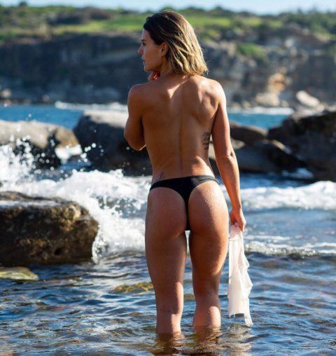 【有能】彼女とビーチに行った男が撮るTバックのケツが勃起不可避。(40枚)・12枚目