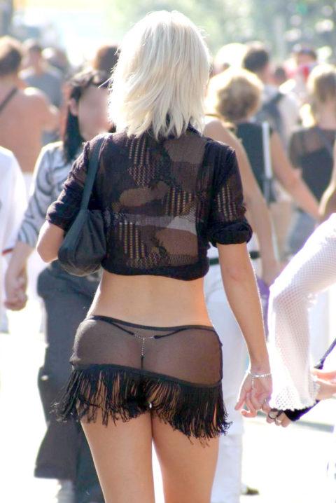 【街撮り】歩いてるだけで透けTバック女子に遭遇できる街ええなぁwwwwww・13枚目
