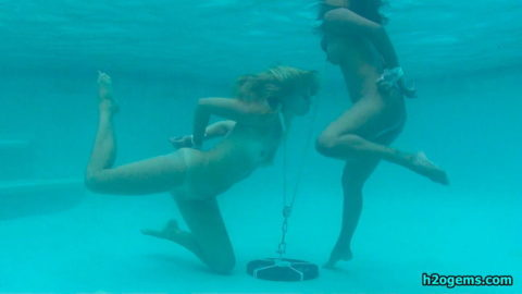 【拘束】女を縛って水中に沈めるっていう意味わからんプレイ・・・(画像あり)・17枚目