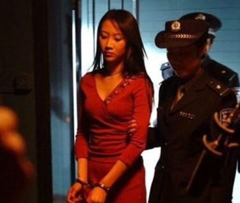 【閲覧注意】中国の女性死刑囚、エロいのにブッ殺される・・・(画像あり)・17枚目
