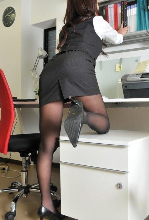 OLさんのタイトスカートとかいうケツをエロく見せるアイテムがこちら(画像36枚)・19枚目