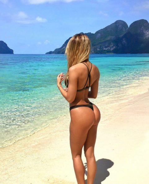 【有能】彼女とビーチに行った男が撮るTバックのケツが勃起不可避。(40枚)・2枚目