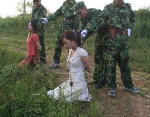 【閲覧注意】中国の女性死刑囚、エロいのにブッ殺される・・・(画像あり)・2枚目
