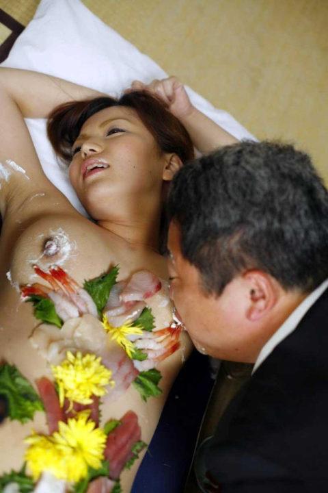 「私を食べてー」と生クリームを乳首に塗りたくる女のエロ画像wwwww・22枚目