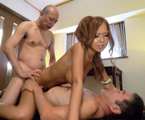 若い女が性欲オバケのジジイにハメ倒されるエロ画像wwwwww(画像あり)・23枚目