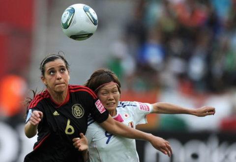 近年人気の「女子サッカー」透け乳首・透けパンツ当たり前のエロスポーツやったwwwwww(40枚)・24枚目