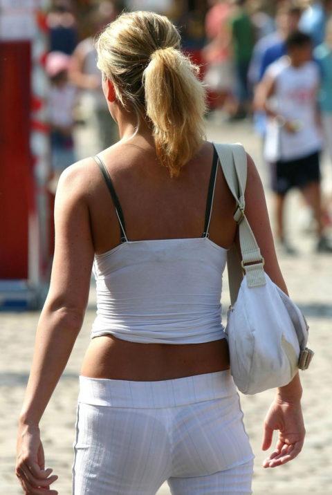 【街撮り】歩いてるだけで透けTバック女子に遭遇できる街ええなぁwwwwww・25枚目