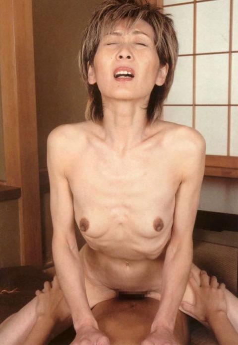 【六十路】人生の2/3を終えた女のエロ画像。これはキツイ・・・(34枚)・26枚目