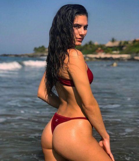 【有能】彼女とビーチに行った男が撮るTバックのケツが勃起不可避。(40枚)・28枚目