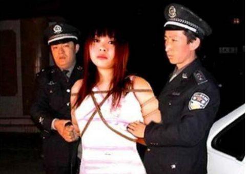 【閲覧注意】中国の女性死刑囚、エロいのにブッ殺される・・・(画像あり)・26枚目