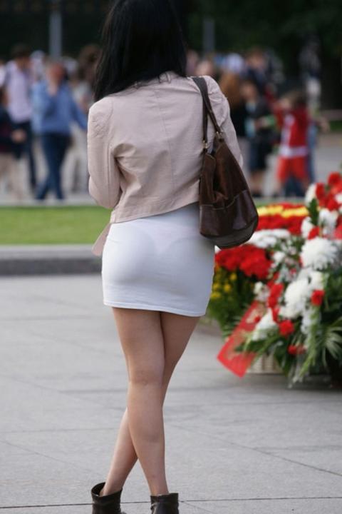 【街撮り】歩いてるだけで透けTバック女子に遭遇できる街ええなぁwwwwww・27枚目