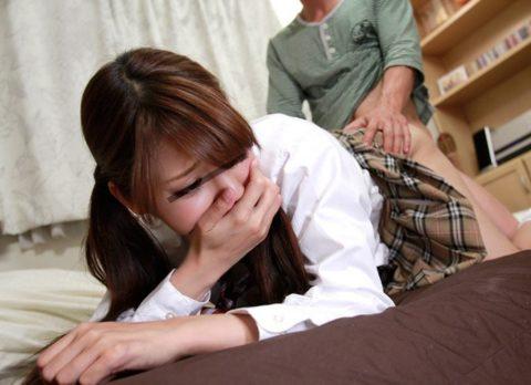 手で口を押え喘ぎ声を我慢してる女って3倍エロさが増すよな?wwwwww(画像あり)・28枚目