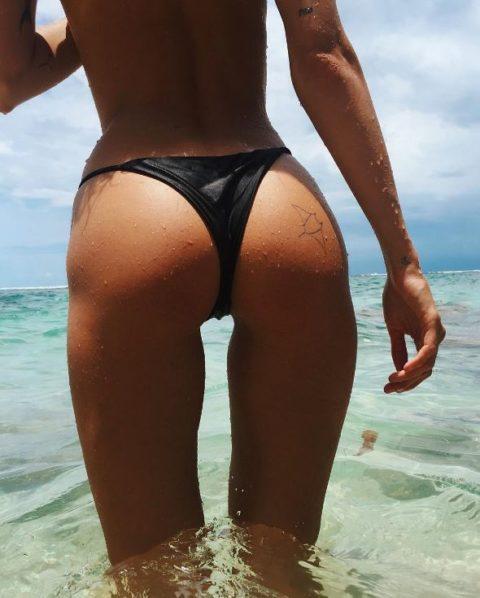 【有能】彼女とビーチに行った男が撮るTバックのケツが勃起不可避。(40枚)・31枚目