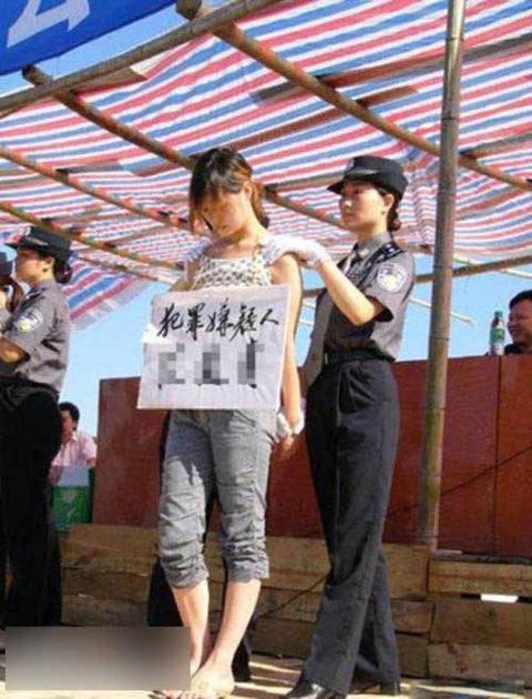 【閲覧注意】中国の女性死刑囚、エロいのにブッ殺される・・・(画像あり)・30枚目