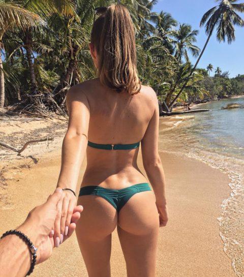 【有能】彼女とビーチに行った男が撮るTバックのケツが勃起不可避。(40枚)・34枚目