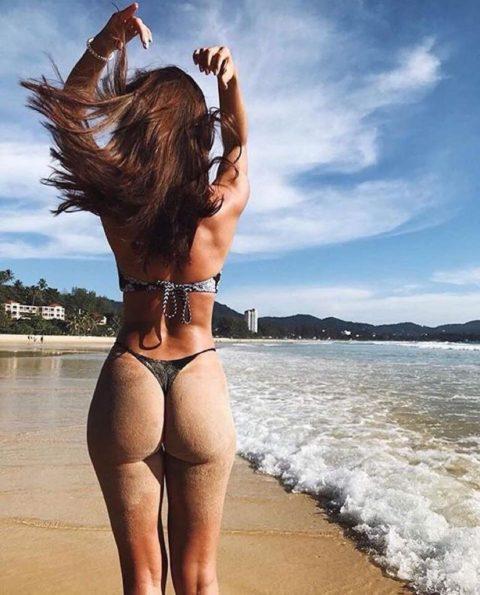【有能】彼女とビーチに行った男が撮るTバックのケツが勃起不可避。(40枚)・36枚目