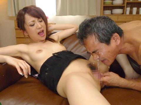 若い女が性欲オバケのジジイにハメ倒されるエロ画像wwwwww(画像あり)・36枚目