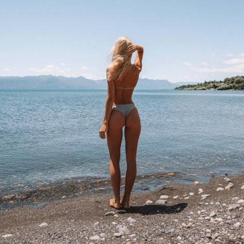 【有能】彼女とビーチに行った男が撮るTバックのケツが勃起不可避。(40枚)・39枚目