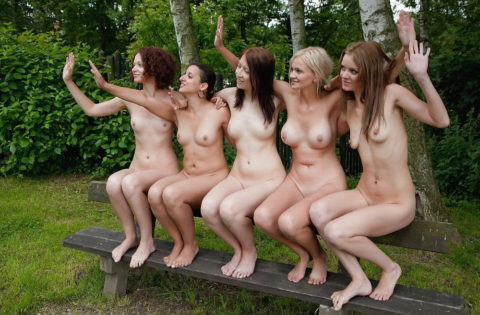 「皆でヤレば怖くない!」集団露出狂まんさんたちのエロ画像。(37枚)・4枚目