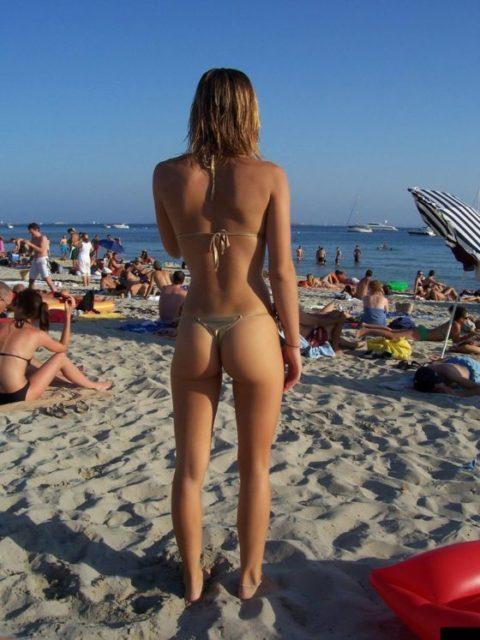【有能】彼女とビーチに行った男が撮るTバックのケツが勃起不可避。(40枚)・40枚目