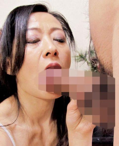 【熟女】経験豊富な熟したまんさんのがっつきフェラをご覧ください。(エロ画像36枚)・7枚目