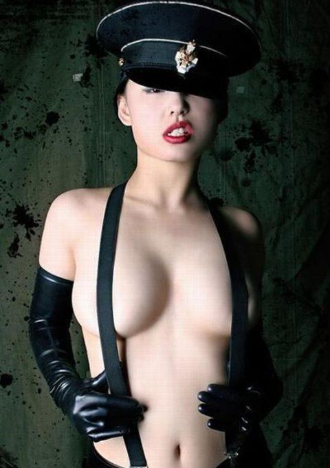 【おっぱい】サスペンダーで乳首を隠すまんさん、これは有能すぎwwwww(35枚)・7枚目