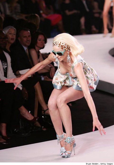 【パンチラ】ファッションショーのモデルさん、ランウェイですっ転んだ 結果wwwwww・9枚目