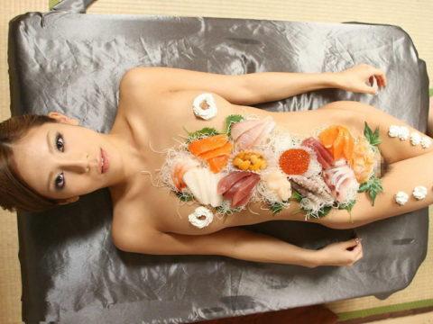 「私を食べてー」と生クリームを乳首に塗りたくる女のエロ画像wwwww・9枚目