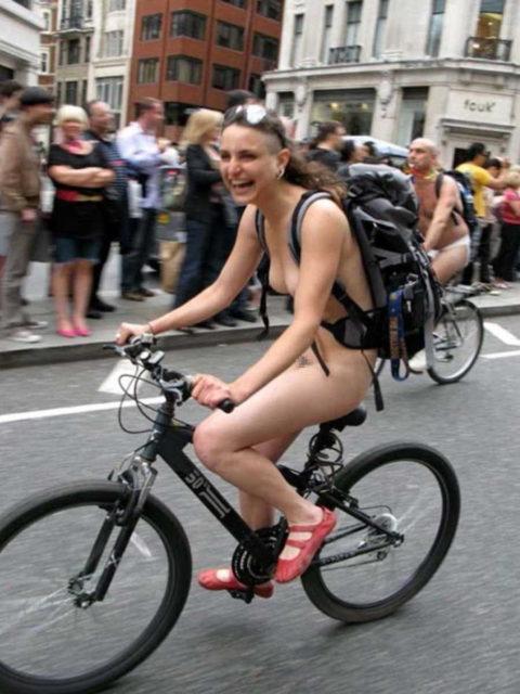 """海外のヌードサイクリングで""""日本人""""が参加した結果。(画像あり)・11枚目"""