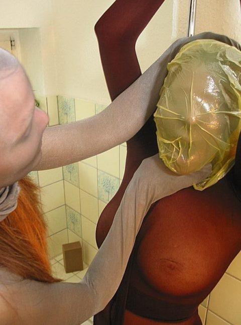 鬼畜すぎるビニール袋窒息プレイをガチでやられる女をご覧ください。。(画像あり)・10枚目