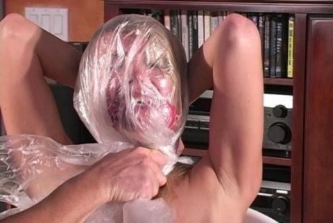 鬼畜すぎるビニール袋窒息プレイをガチでやられる女をご覧ください。。(画像あり)・13枚目