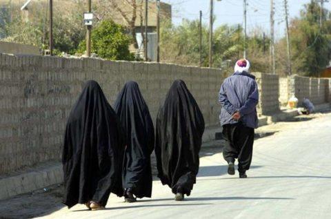 【画像】性奴隷にされてしまった海外の女性たちを撮影した画像集。・15枚目