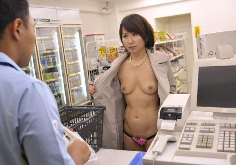 【露出狂】無関係の人に見せつける派のド変態女さんが撮影される。。(画像あり)・17枚目