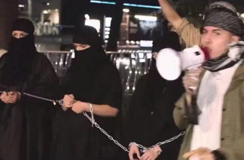 【画像】性奴隷にされてしまった海外の女性たちを撮影した画像集。・18枚目