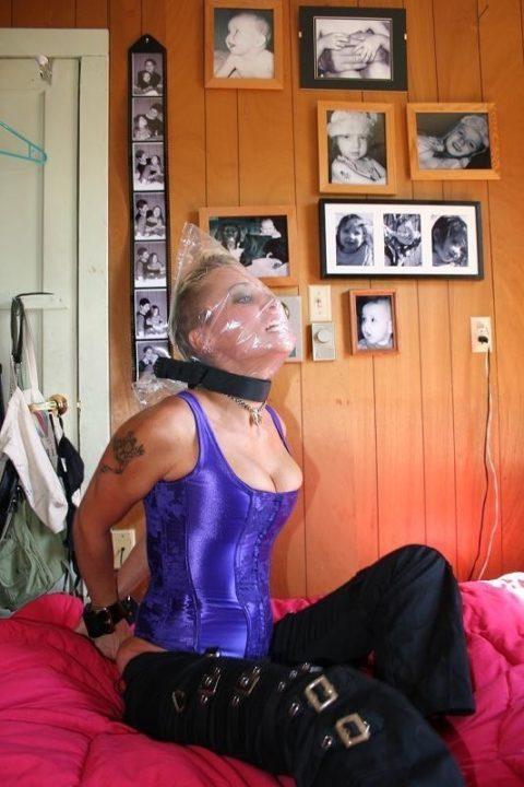鬼畜すぎるビニール袋窒息プレイをガチでやられる女をご覧ください。。(画像あり)・1枚目