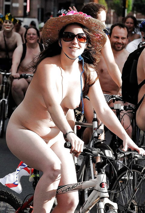 """海外のヌードサイクリングで""""日本人""""が参加した結果。(画像あり)・20枚目"""