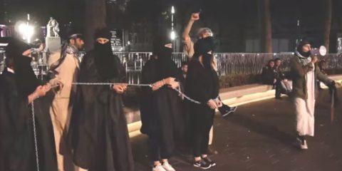 【画像】性奴隷にされてしまった海外の女性たちを撮影した画像集。・22枚目